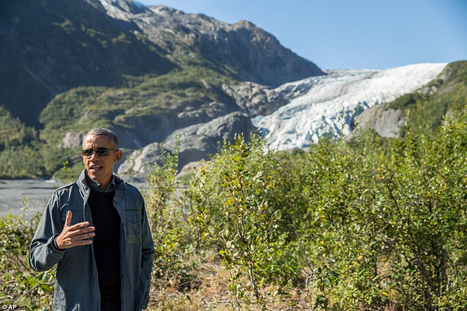 Bear Grylls leading Obama around Alaskan glacier
